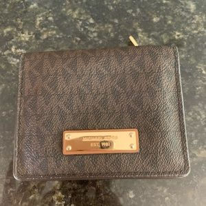 Michael Kors small wallet (NEW)